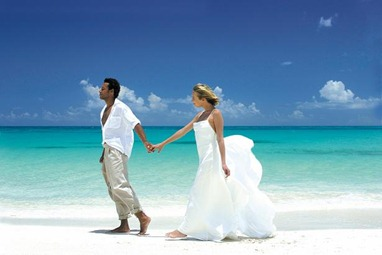 Wedding-Couple-on-Beach
